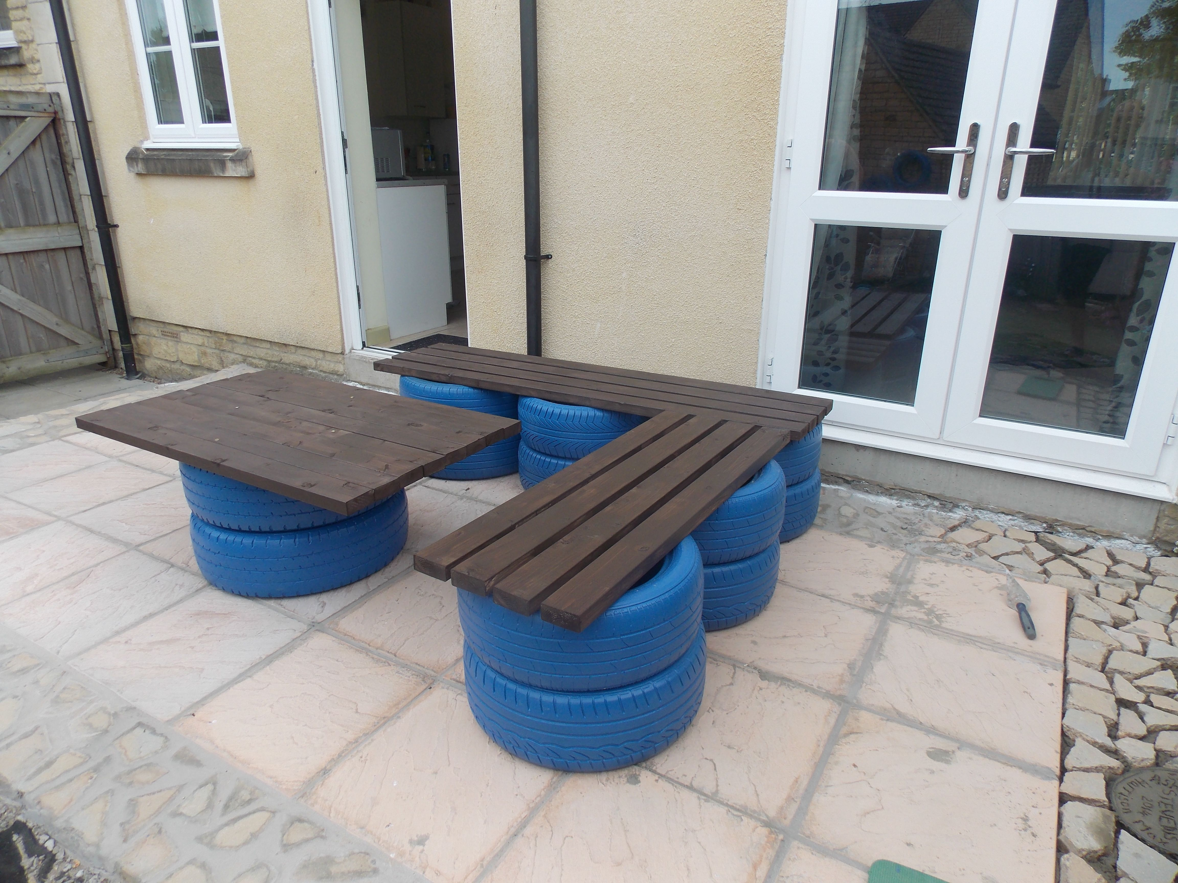 My bench and table made of tyres and wood chalo pinterest my bench and table made of tyres and wood geotapseo Image collections
