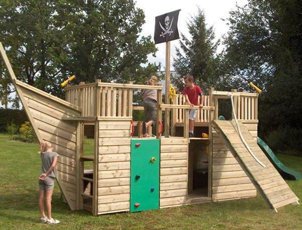 spielturm piratenschiff aus hellem holz und kletterwand | ideen,