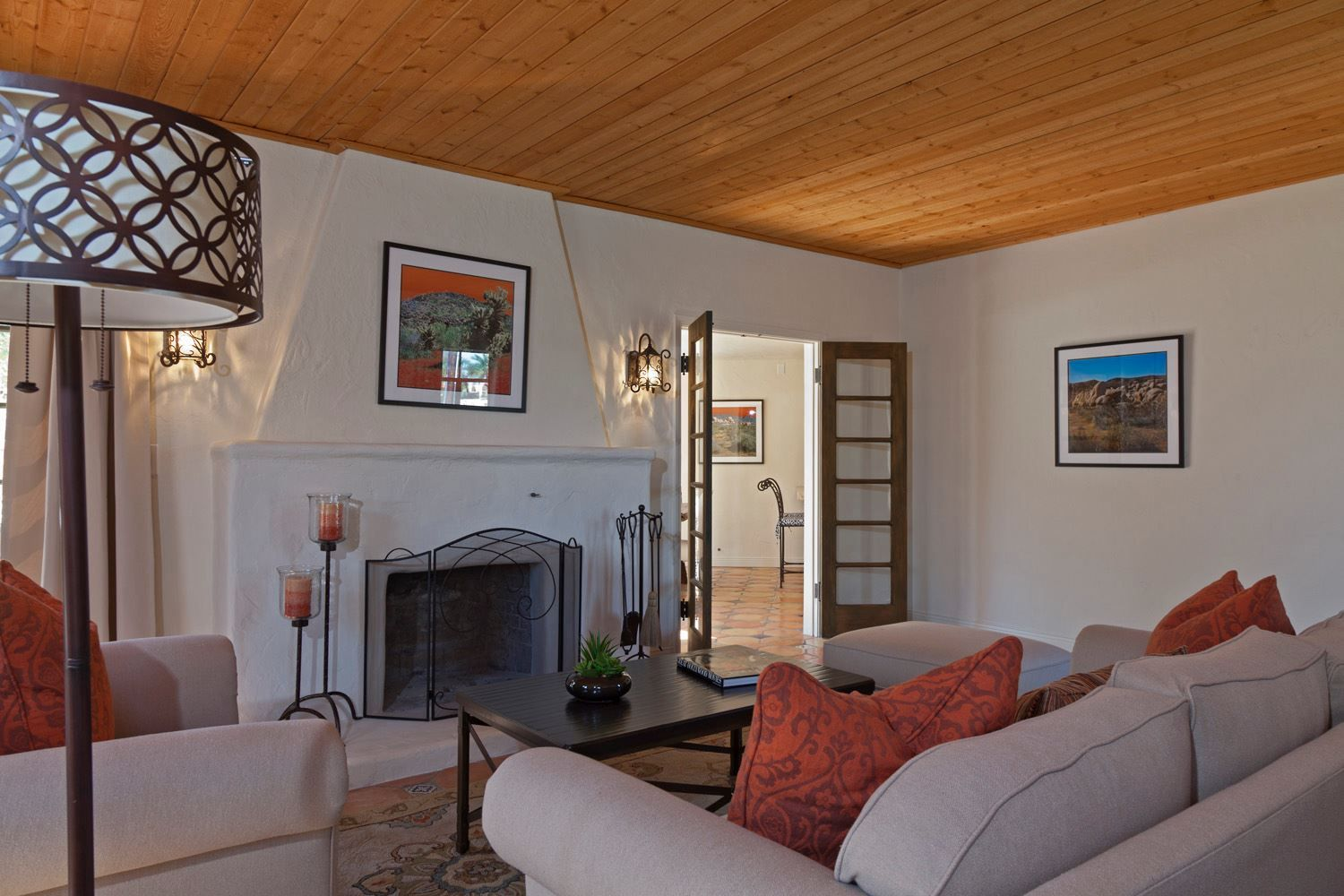 La Petite Cheminee Facebook That Ceiling And Fireplace From Hgtv S Desert Flippers Fb Page