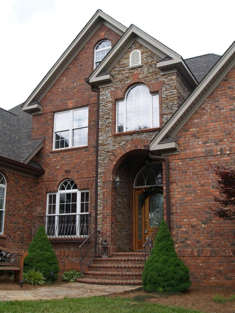 Rock Accent Stone On This Brick Home Is Stunning Paired