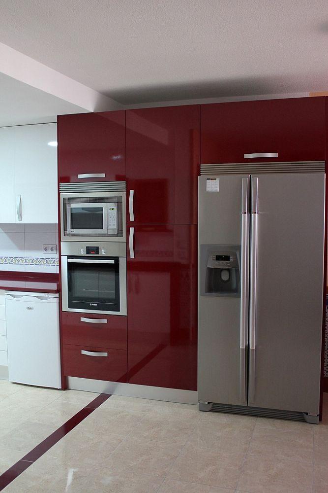 cocinas dise o de cocinas en valdemoro cocina moderna modelo lugo burdeos con blanco silestone. Black Bedroom Furniture Sets. Home Design Ideas