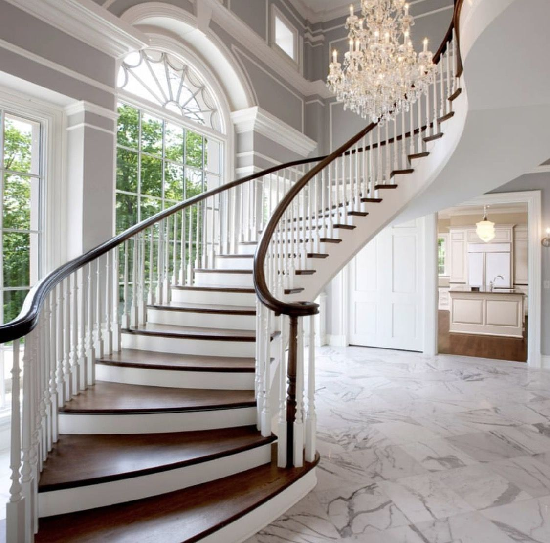 16 Elegant Traditional Staircase Designs That Will Amaze You: Pin By ⚜Suzanne Snyder Clickett On •GRAND ENTRANCE• In