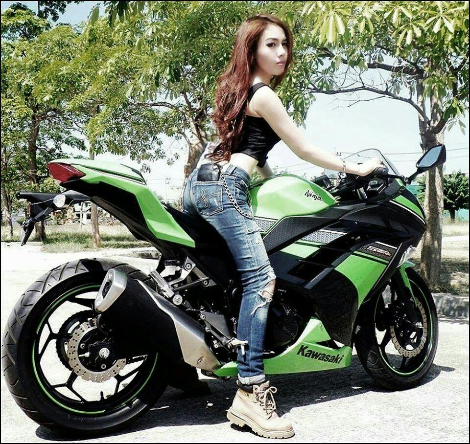 Little Asian Beauty On The Small Kawasaki Ninja 300 That Looks Huge With Her Aboard Die Schone Und Das Biest Motorad Motorrad