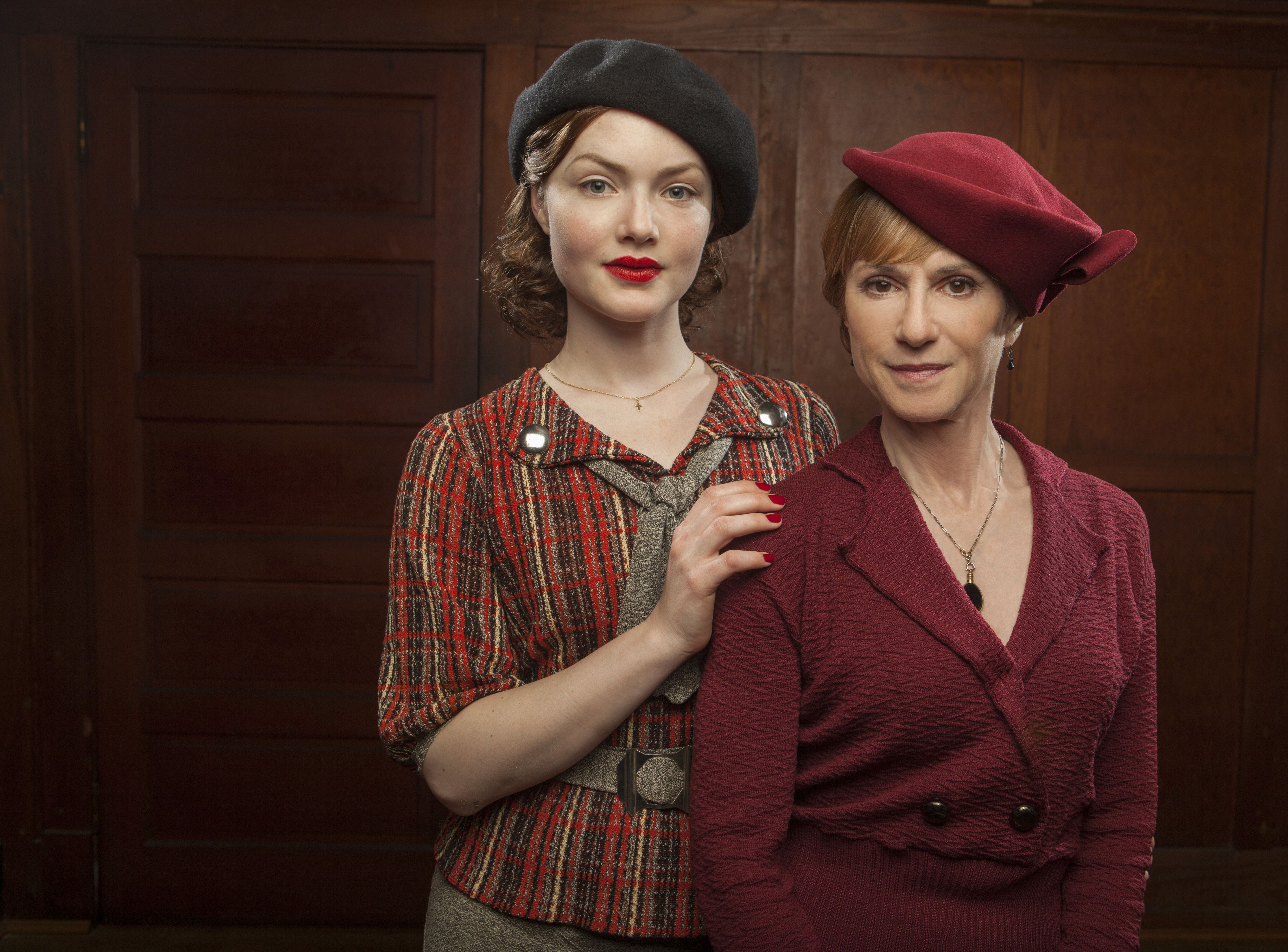 Bonnie (Holliday Grainger) and her mother, Emma (Holly Hunter)