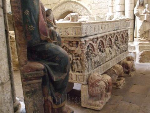 Sepulcro policromado, Interior de la Iglesia Santa María la Blanca de Villalcazar de sirga #EspañaBonita -Un fin de semana para amantes de la historia-  http://enmilbatallas.com/2013/10/03/un-fin-de-semana-para-amantes-de-la-historia-espana-es-bonita/