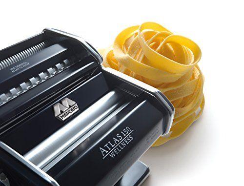 Оптом и в розницу Marcato Design Atlas 150 mm - это машинка для раскатки теста и нарезки лапши от Marcato S.P.A. Лапшерезка - тестораска позволяет раскатать тесто разной толщины, от 4.8 мм до 0.6 мм. Ширина остается строго фиксированной, 15 см (150 мм). Абсолютно любое тесто она может расскатать, будь то крутое пельменное, тесто на вареники, пиццу, манты, лапшу, хинкали, чебуреки, лазанью и другую итальянскую пасту. Нарезка лапши двух видов: 1.5 мм и 6 мм тальятелли и феттучи