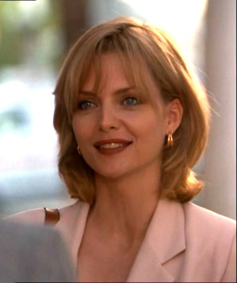 Michelle Pfeiffer As Tally Atwater In The Movie Up Close And Personal Michelle Pfeiffer Hairstyle Beautiful Face