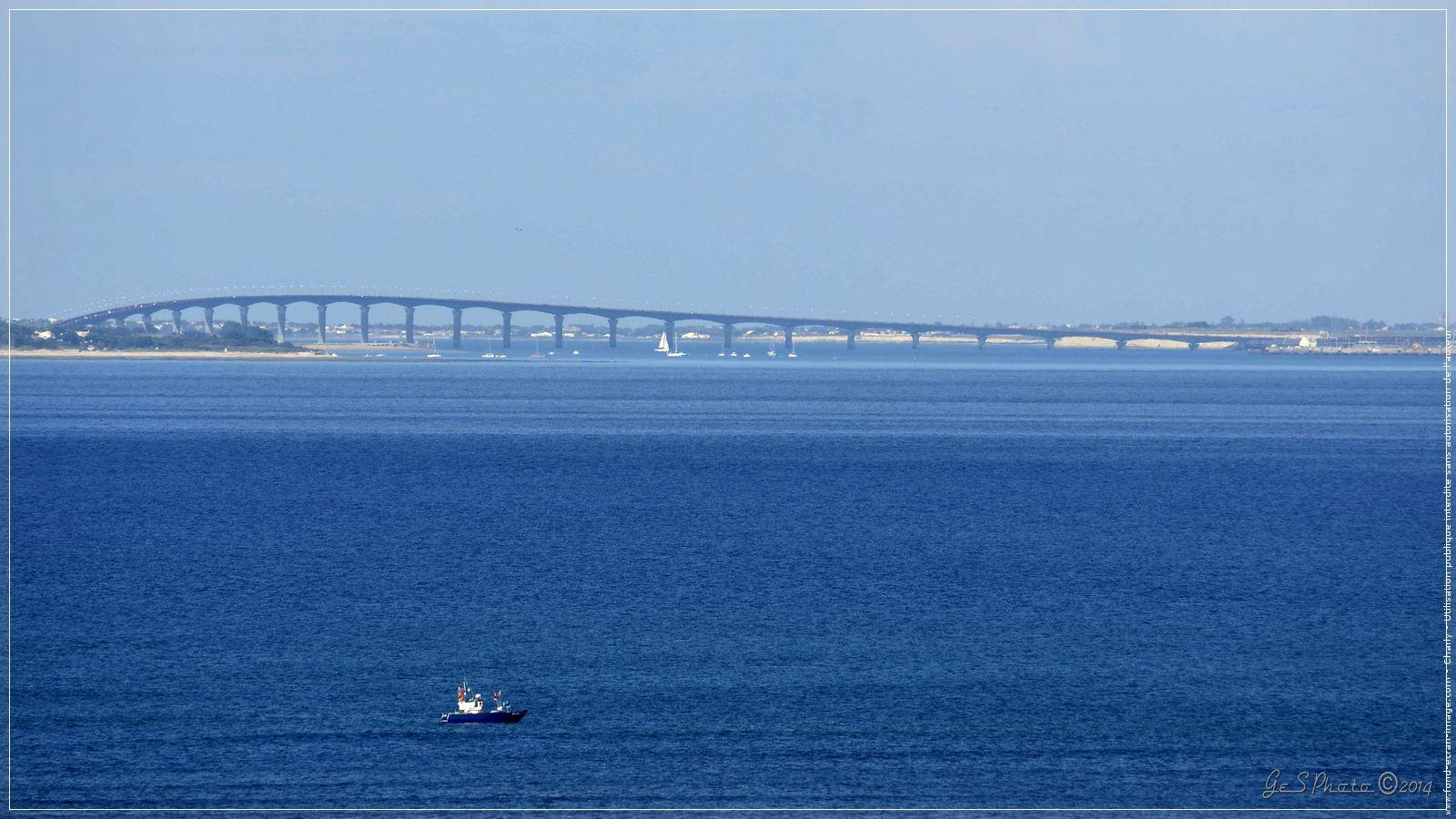 France charente maritime au large le pont de l ile de re