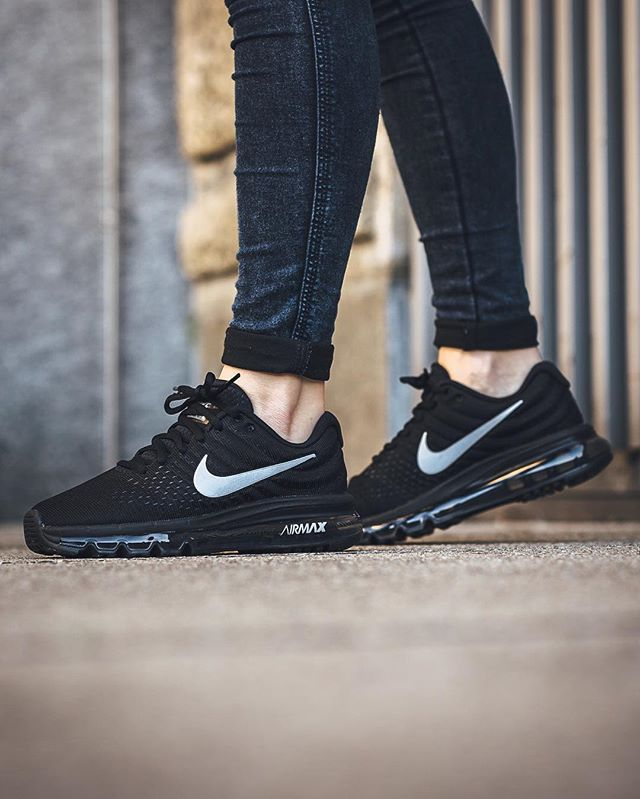 sale retailer 829c1 e3f28 Trendy Sneakers 2017  2018   Nike Air Max 2017  Black White-Anthracite  Clothing Shoes   Jewelry   Women