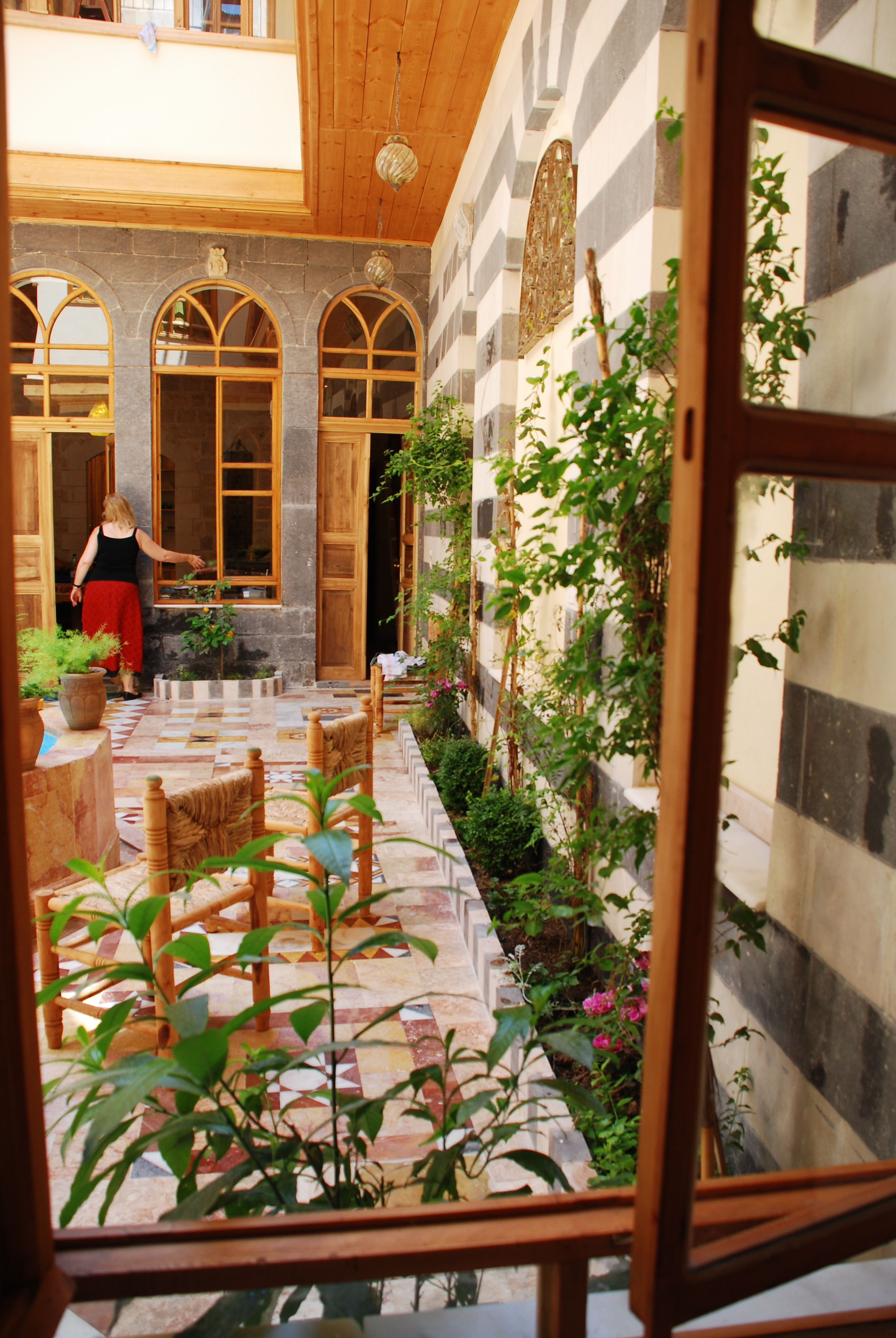 Living Inside A Damascus Courtyard Is Like Living In A Jewel Box You Can T Help Feeling Like A Princess Farmhouse Style Exterior Damascus Damascus Syria