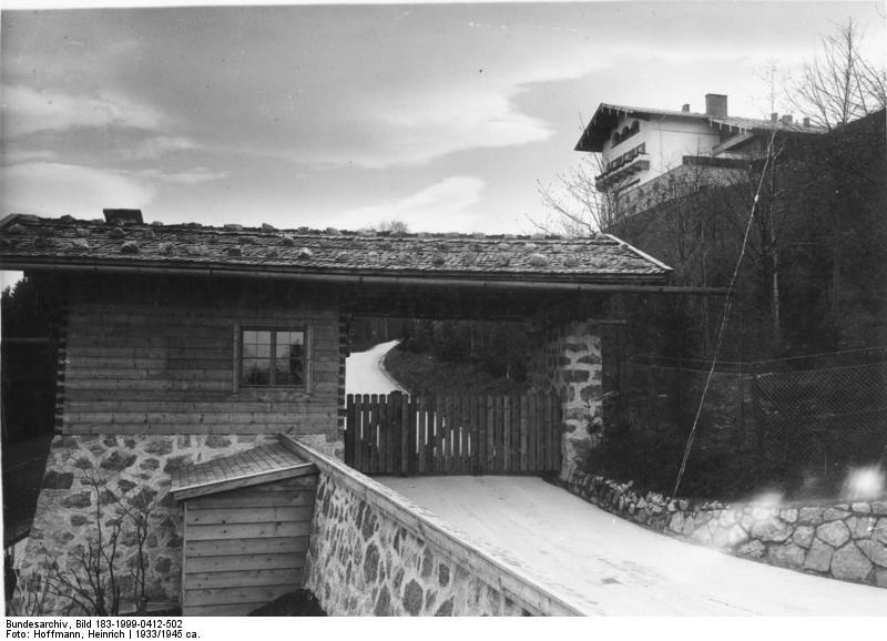 Bundesarchiv Bild 183-1999-0412-502, Obersalzberg, Berghof von Adolf Hitler.jpg