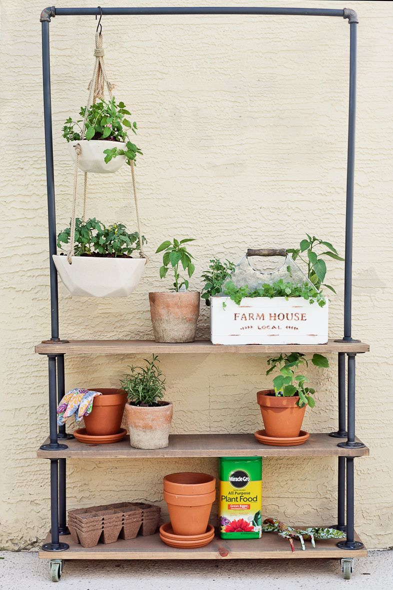 Make Your Own DIY Rolling Garden and Plant Shelf #diyplantstand