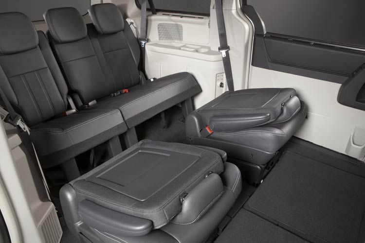Chrysler Grand Voyager Interior 19 With Images Chrysler 2017