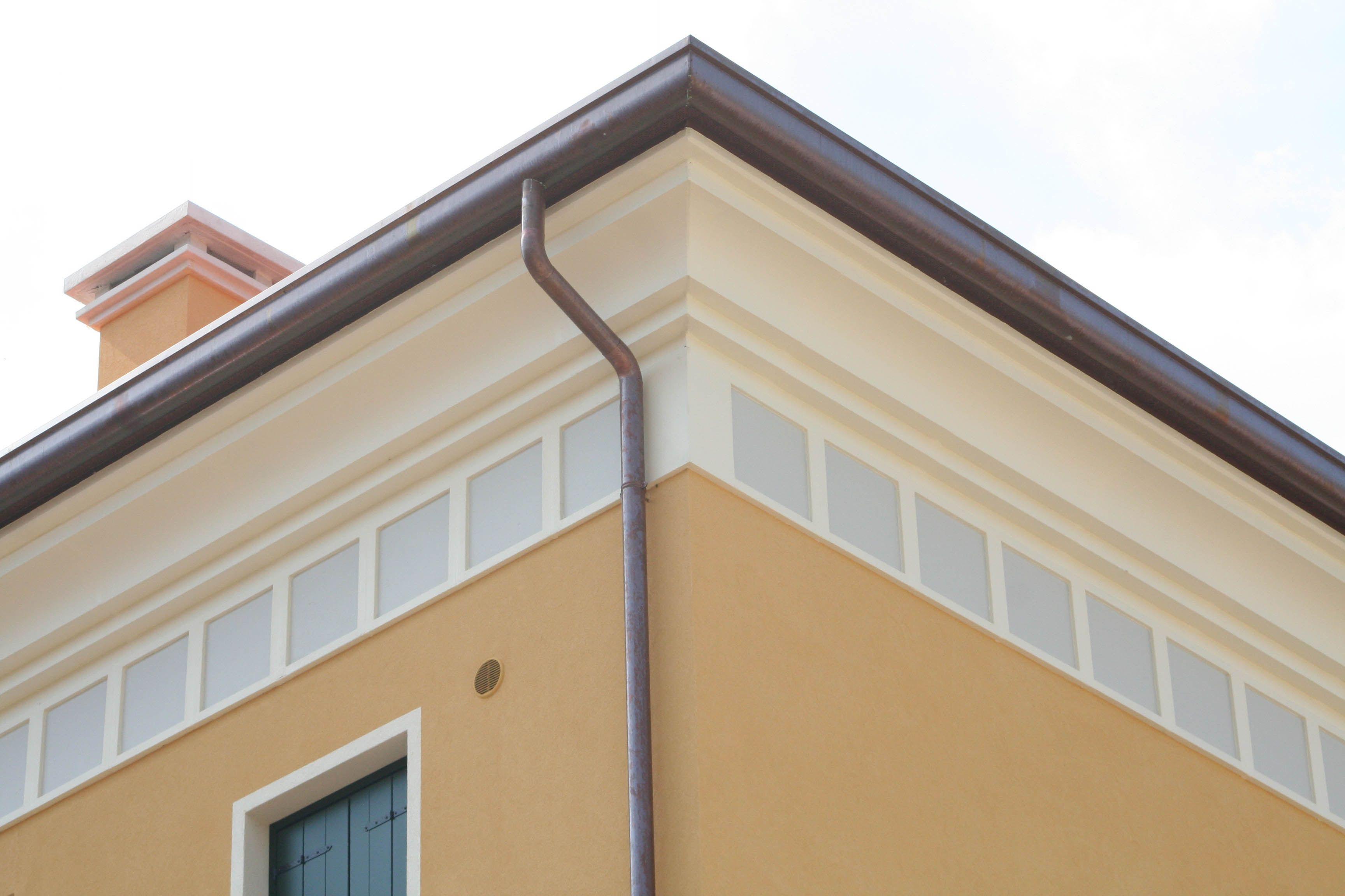 Angolari bugnati cornicioni per gronda decorazioni - Finestre per scale ...