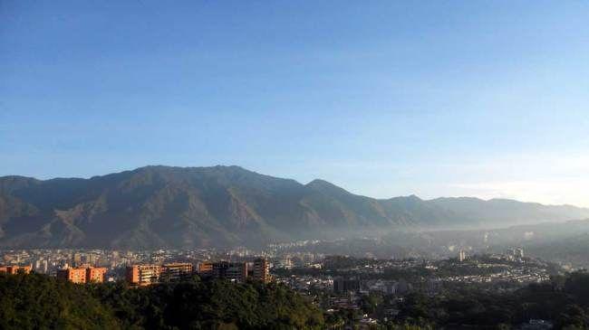 Amanece por Petare, Caracas, Venezuela
