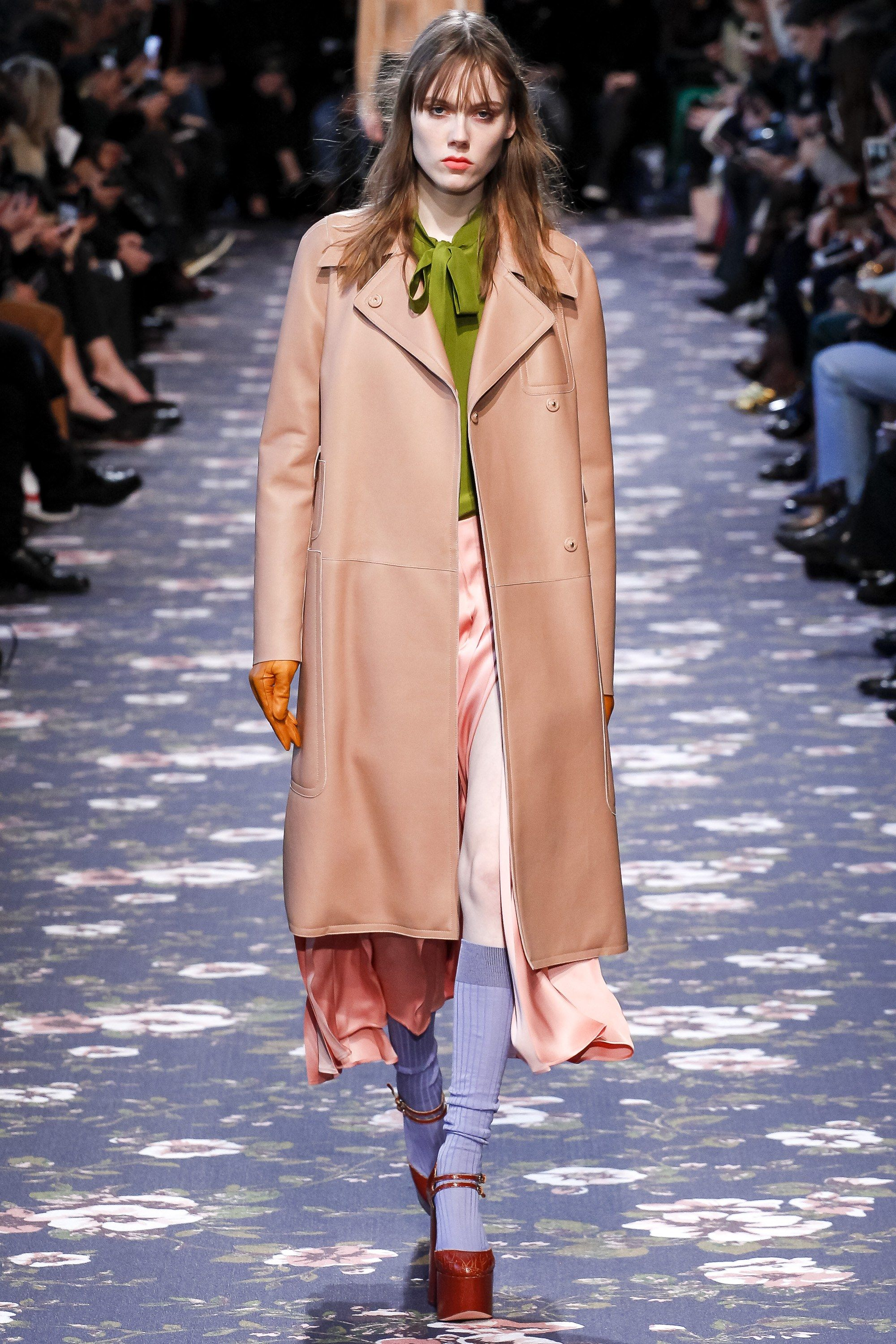 See the complete Rochas Fall 2016 Ready-to-Wear collection.