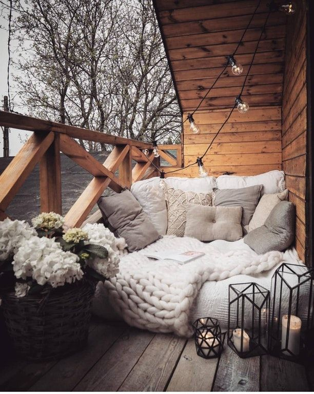 Outdoor reading nook : CozyPlaces #outdoorbalcony