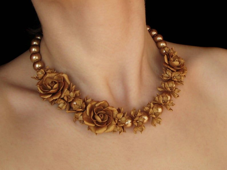 Necklace-Gold chain with a Golden bib design