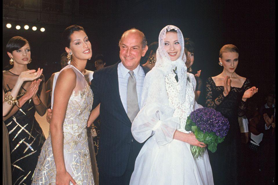 Oscar de la Renta with models in 1993.