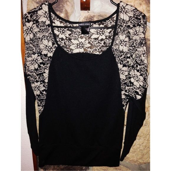 ⚫️Wet Seal⚫️ size medium. 95% polyester. 5% Spandex. Wet Seal Tops Blouses