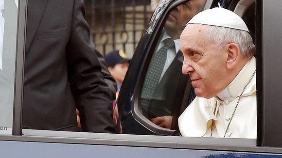 Paavi komensi: Kuunnelkaa enemmän naisia Filippiineillä vieraileva paavi Franciscus patisti lopettamaan sovinismin.  Lue artikkeli!