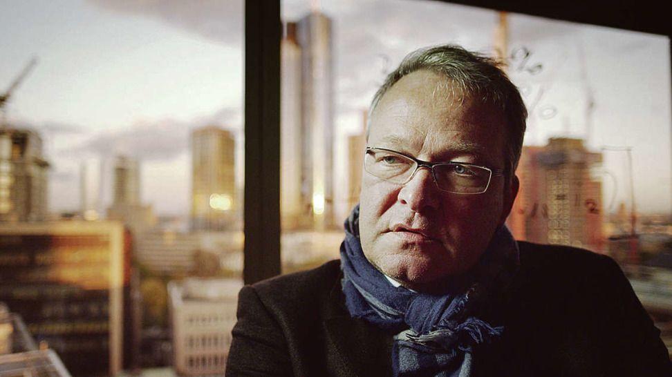 """""""Władca wszechświata"""", kontrowersyjny dokument o świecie finansów na najwyższym szczeblu, został nominowany do Europejskich Nagród Filmowych. http://www.tvn24.pl/kultura-styl,8/szokujace-kulisy-swiata-finansow-wladca-wszechswiata-walczy-o-europejskiego-oscara,486129.html"""