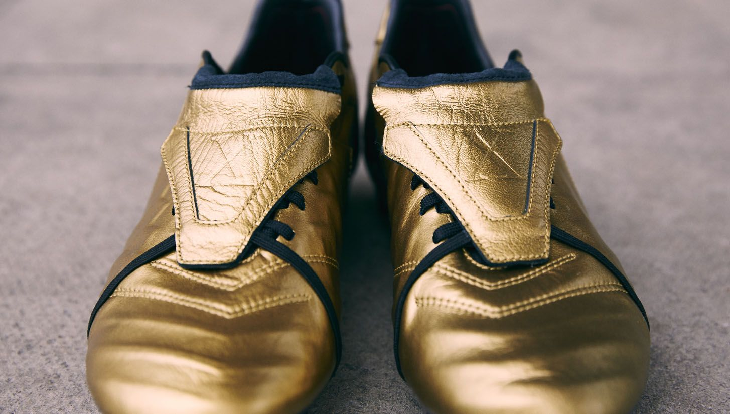 online store 8eb16 2fe1a A Closer Look at the Nike Tiempo Totti X Roma   Soccer ...