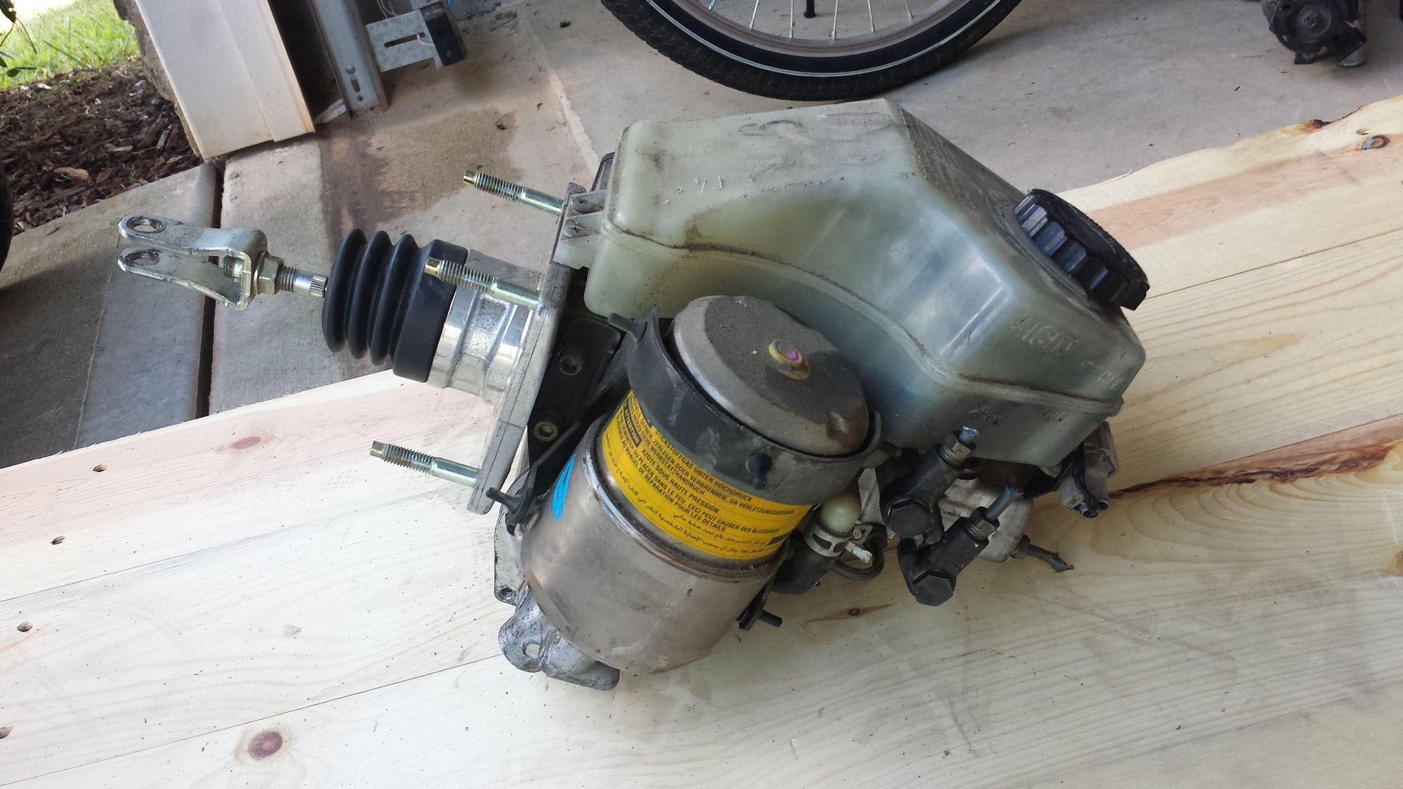 98 02 lexus gs300 abs 8954030390 brake booster master cylinder pump gs400 gs430 [ 2048 x 1152 Pixel ]