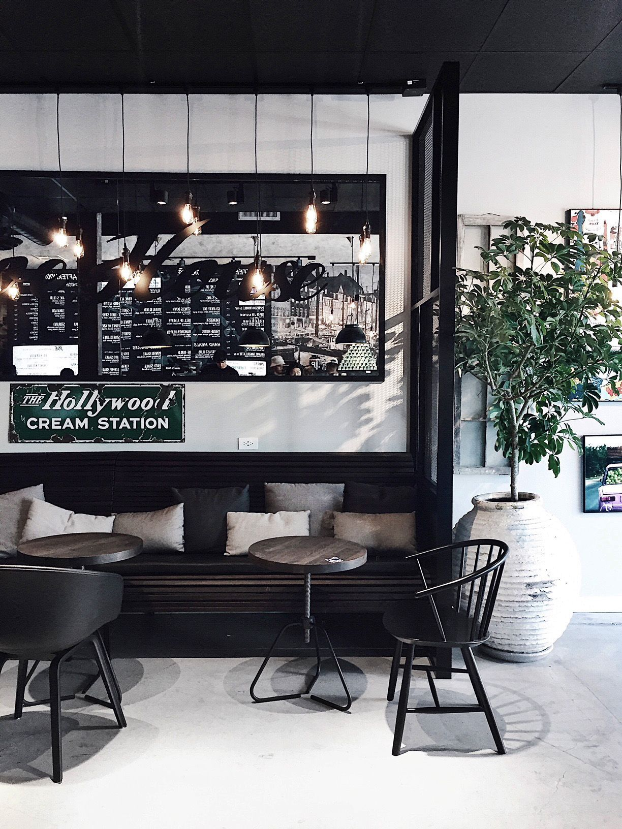 10 Favorite Coffee Shops In La Homey Oh My Coffee Shop Joe And The Juice Juice Bar Design