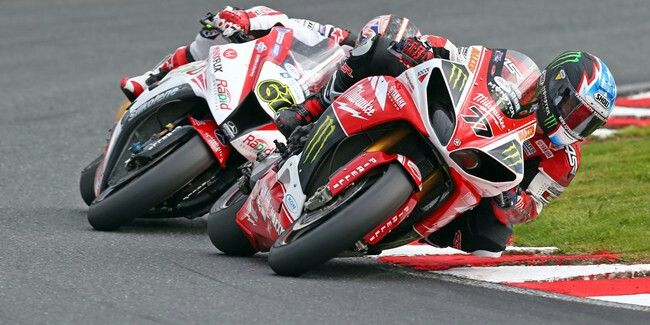 BSB. Ellison's Yamaha leading Byrne's Kawasaki, just not for very long.