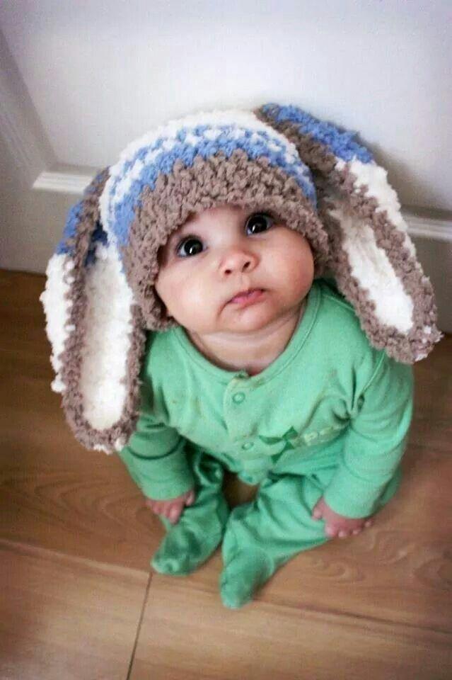 sombreros divertidos para ninos en crochet 27. Gorrito de bebé con orejas  de conejito e253e5e7efc