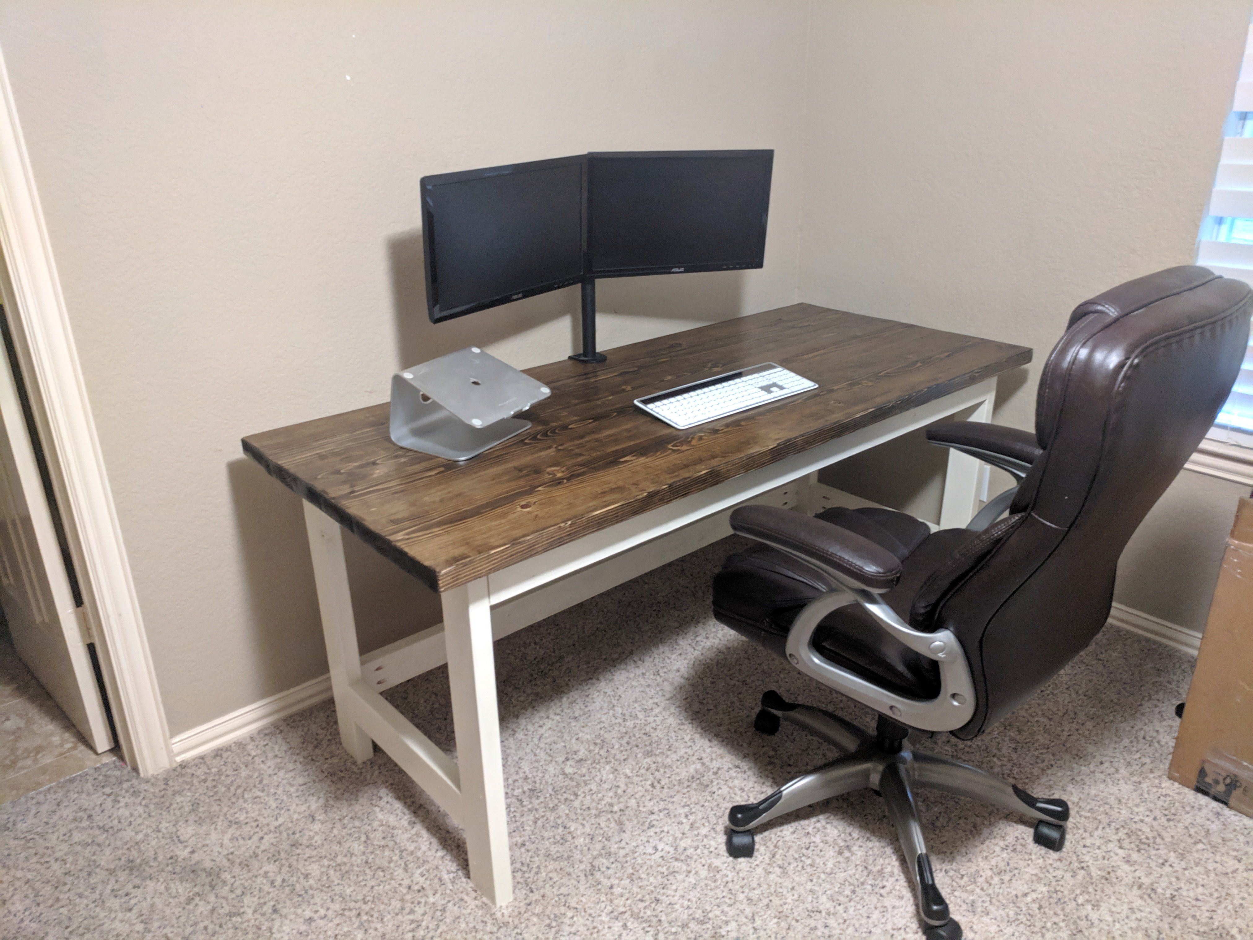 I Made A Simple And Cheap Desk Cheap Desk Diy Sweepstakes Cute Diy Projects