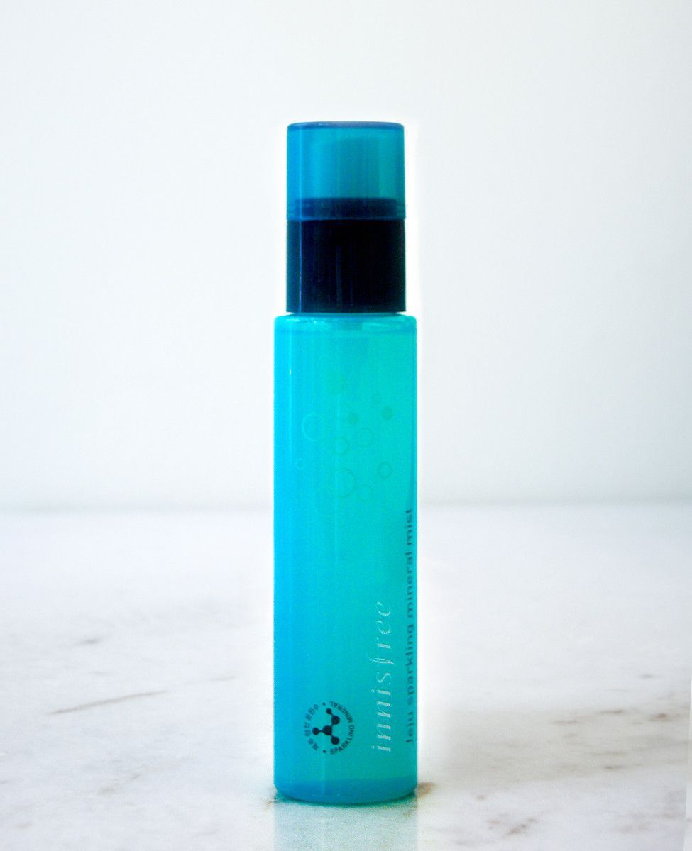 Jeju Sparkling Mineral Mist by Innisfree is made with 90% of Jeju sparkling water to deliver rich minerals and a burst of energy to your skin. This spa-like mist is infused with rich coconut oil to bo