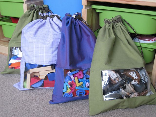 Wish this was around when my kids were little! All their toys went in big zip lock baggies in the toy box. DIY Toy storage bags #diy #organize #children #toys I love this, but the tutorial is so complicated.