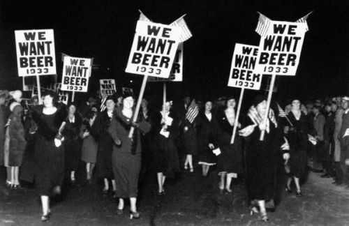 We Want Beer Women March At An Anti Prohibition Protest Via Scout S Atomic Flash I Am Right There With You Ladies Svartvitt Fotoinspiration Livet