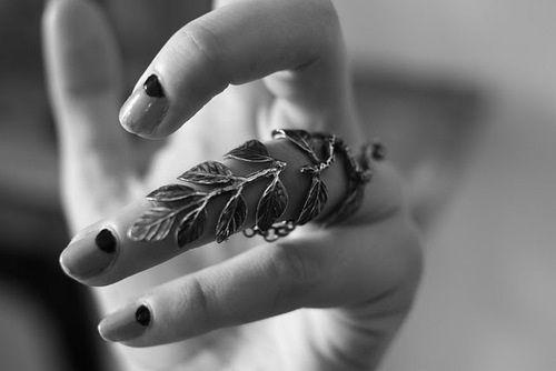 Soooooo sweet, great engagement photo idea. #Romantic #love