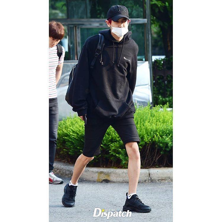 160610 편안한 패션에도 멋있죠?  the mask can't cover his handsome face  #찬열 #chanyeol #엑소 #exo #뮤직뱅크 #musicbank #뮤뱅 #뮤뱅출근길 #디스패치 #디패 #dispatch