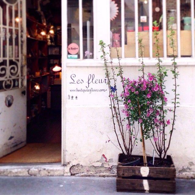 Avoir un RDV juste à côté de la @boutiquelesfleurs • Obligée d'y aller ! Having an appointment close to @boutiquelesfleurs Have to go there !
