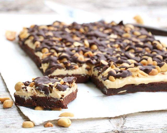 Opp med handa alle som elsker snickers kombinasjonen🙋🏼 Dagens oppskrift å bloggen er sukkerfri snickers brownies👏🏻les meir på www.lindastuhaug.no😀 brownie