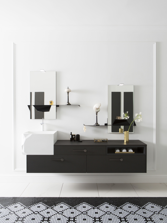 Ce meuble de salle de bain suspendu et asymétrique, joue les ...