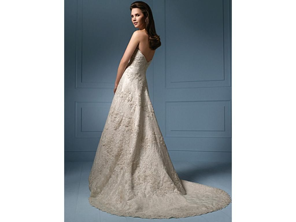 and this is the back of my dress alfred angelo 801 ivory