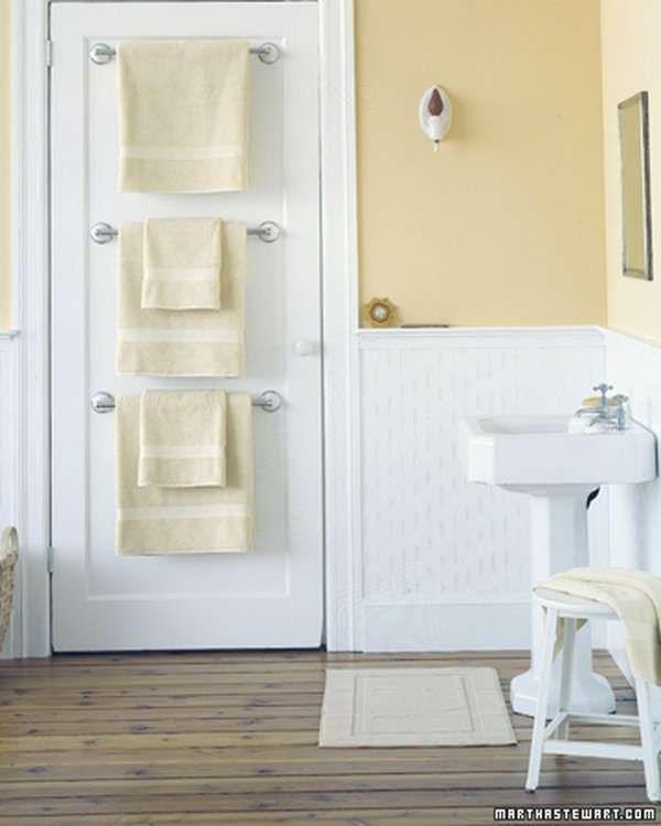 14 Idees Super Pratiques Pour Une Salle De Bain Bien Rangee Rangement Petite Salle De Bain Porte Serviettes De Bain Designs De Petite Salle De Bains