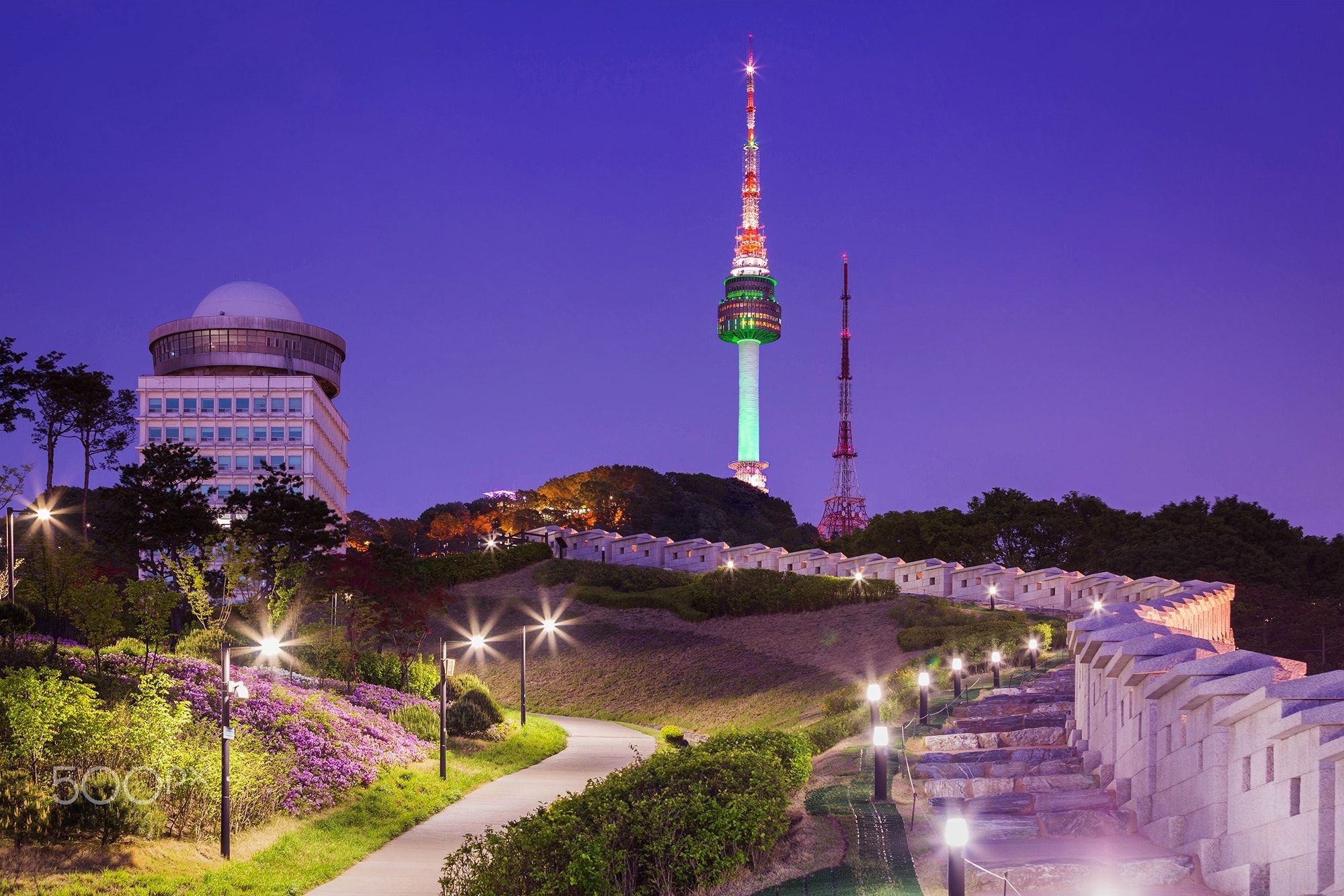Namsan Park And N Seoul Tower Namsan Park And N Seoul Tower At Night South Korea Seoul Tempat Konser