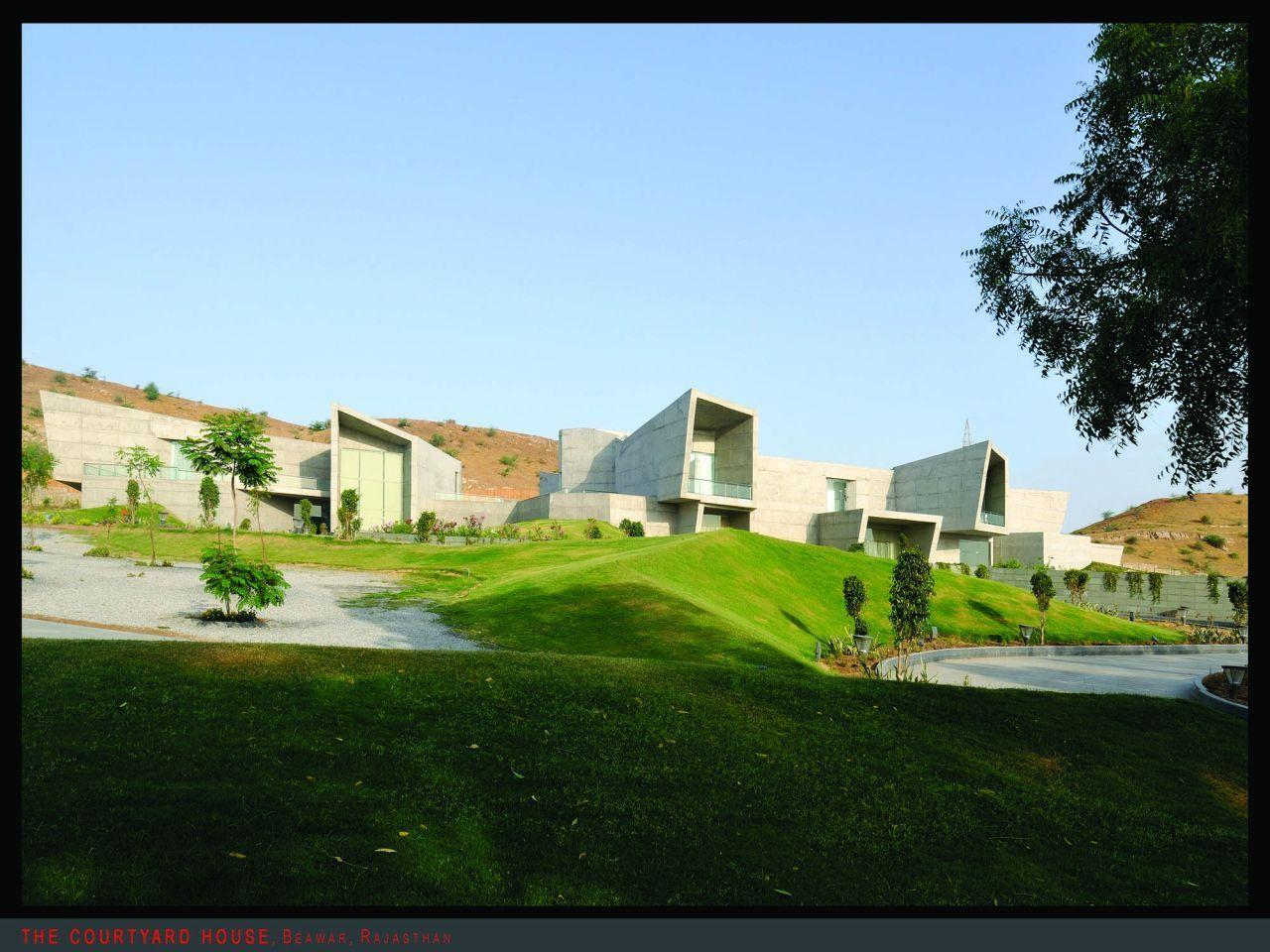 Casa Pátio / Sanjay Puri Architects