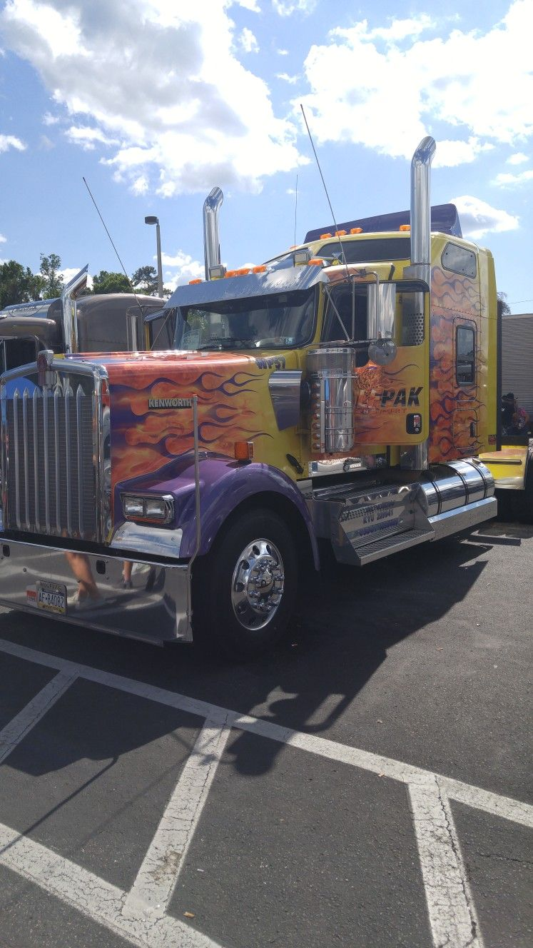Nice, Kenworth Trucks