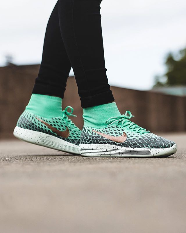 new concept 154aa 26c45 Nike Wmns Lunarepic Flyknit Shield: Green Glow/Metallic Red ...