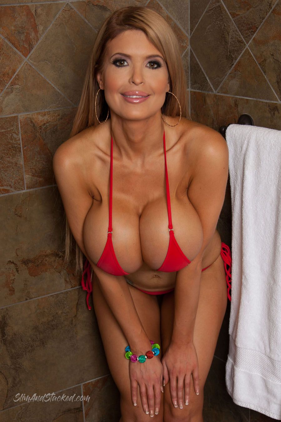 sexy nude cougar babes