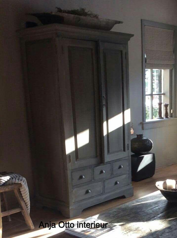 Anja Otto interieur  Sober landelijk  Oude meubels