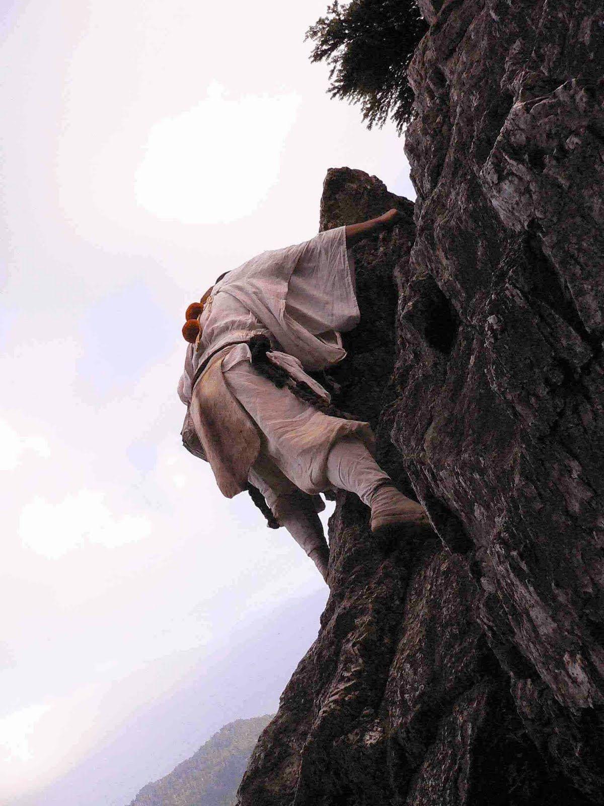 Yamabushi climbing the mountain