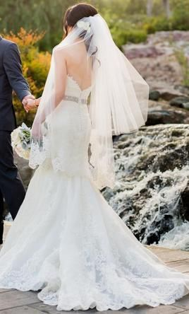 Used Enzoani Dakota Wedding Dress $1,200 USD. Buy it PreOwned now and save 40% off the salon price!